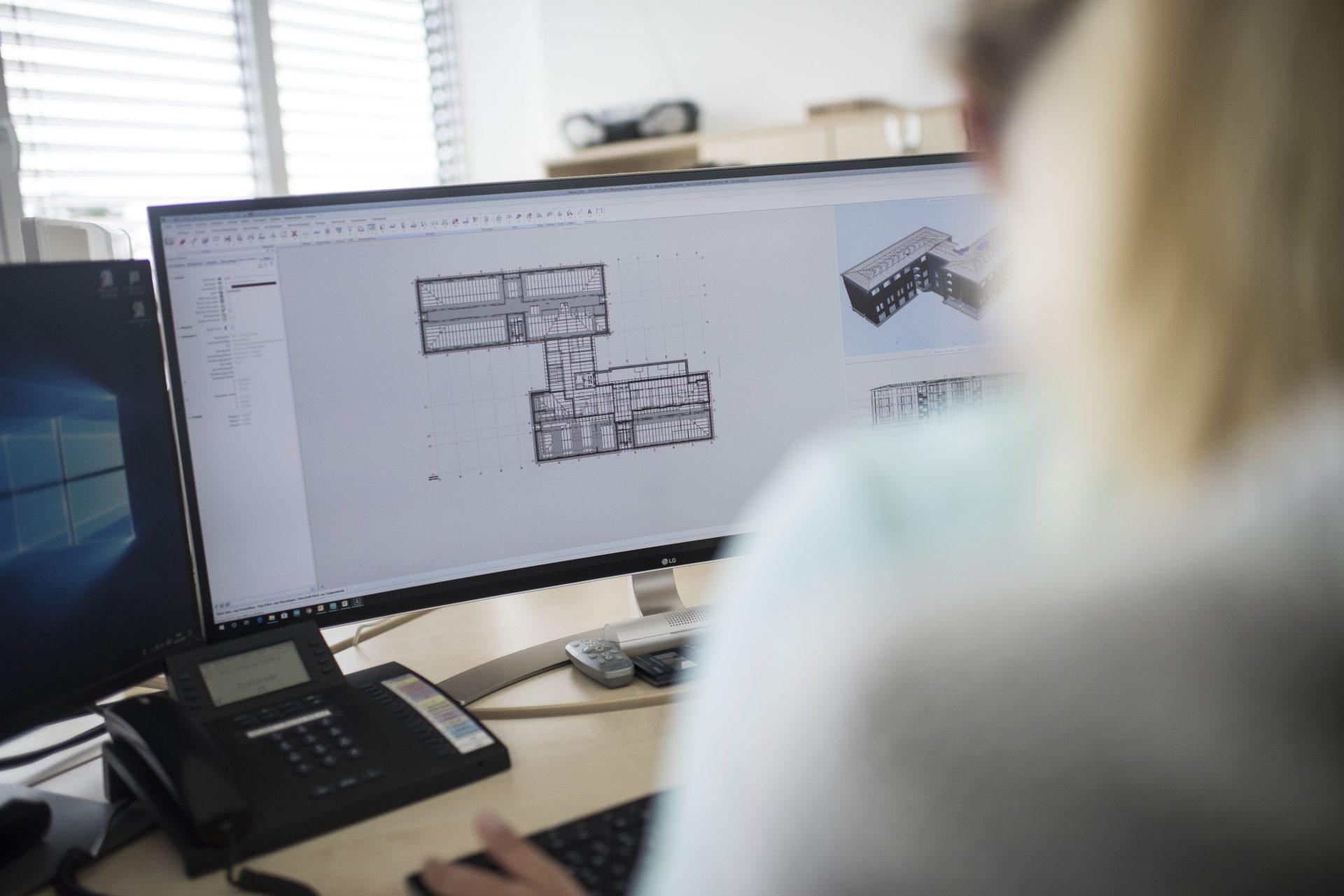 Das Foto zeigt eine Mitarbeiterin des Recklinghäuser Ingenieurbüros Intrakon. Foto: Stadt Recklinghausen