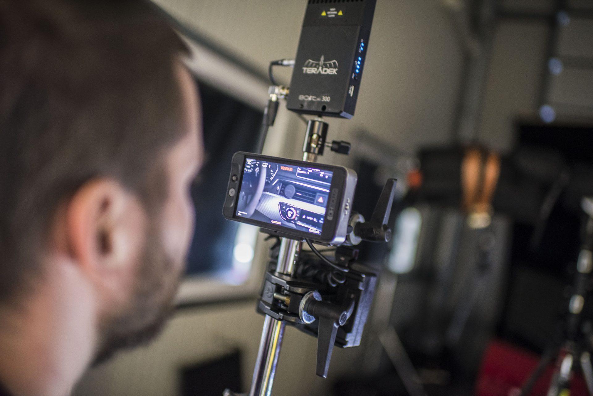 Das Foto zeigt einen Mitarbeiter von Urbanfilm bei den Dreharbeiten für DTE-Systems in Recklinghausen. Foto: Stadt Recklinghausen