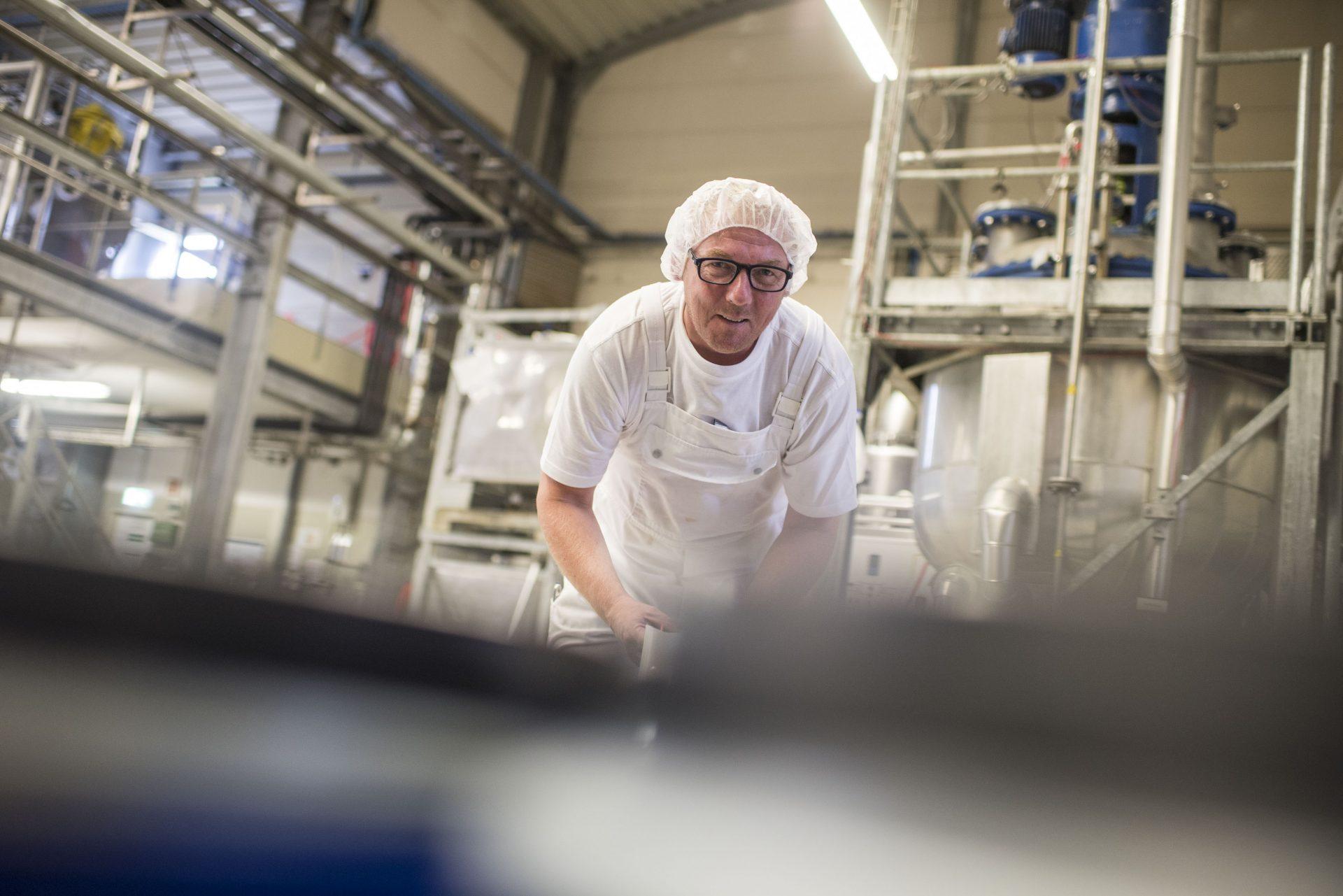 Ein Mitarbeiter von Möller Pharma in der Produktionsstätte. Foto: Stadt Recklinghausen