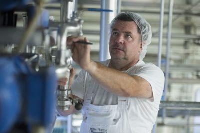 Das Foto zeigt einen Mitarbeiter von Möller Pharma. Foto: Stadt Recklinghausen
